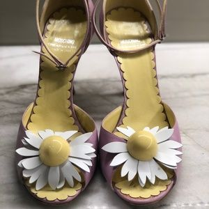 MOSCHINO DAISY ANKLE STRAP HEELS SIZE 39